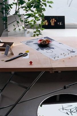 Kathrin Sonntag, Blame it on Morandi, 2011. Projection de diapositives de quatre-vingt-un diapositives 35 mm, boucle continue, avec son, dimensions variables