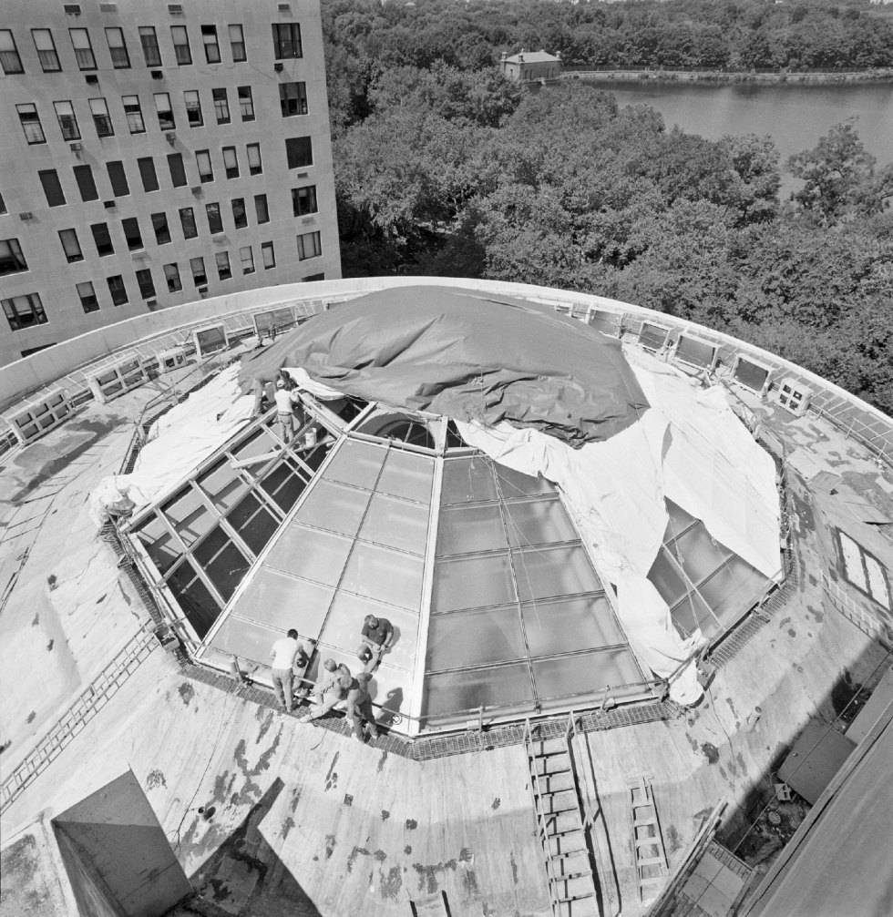 Building the structure for the solomon r guggenheim museums oculus ca 1959