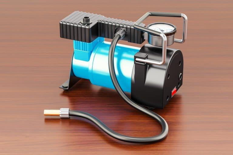 Compressor de ar portátil sobre mesa.