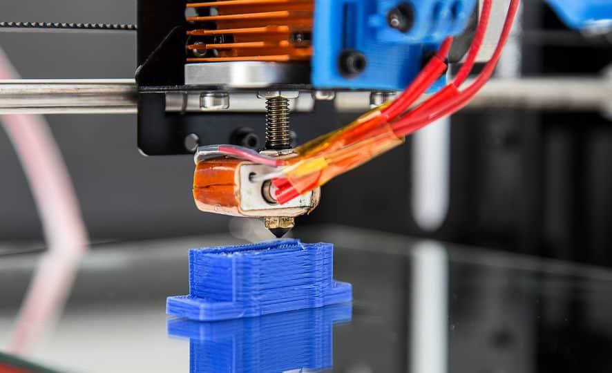 Imagem de item sendo impresso em impressora 3D.