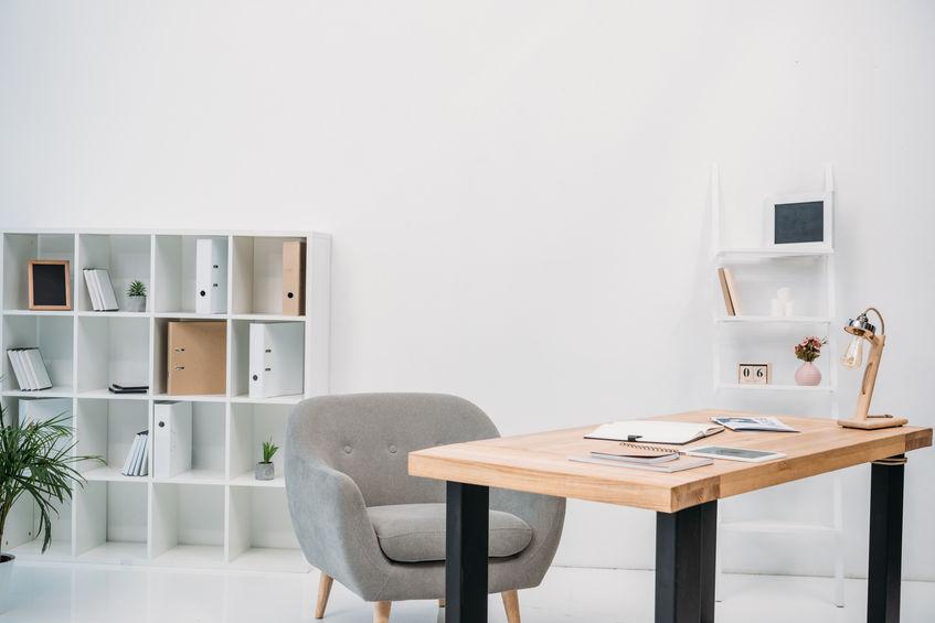 escritório com decoração moderna