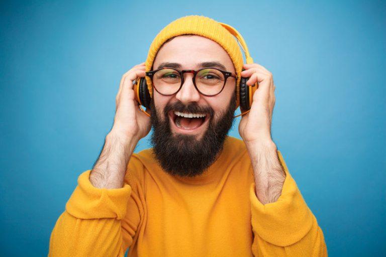 yellow clothes man listen music