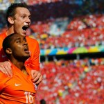Holanda vence, cala mar de chilenos e se classifica como líder do Grupo B