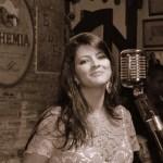 Daniela Machado canta sucessos dos anos 60, 70 e 80