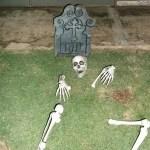 esqueleto de decoração do Halloween na embaixada Britânica - Guia BSB.net