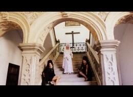 Angelica Ferrer usando Mantilha no Monastério de San Jeronimo - Guia BSB.net