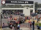 Fãs em Fila para entrar no estádio Azteca - Guia BSB.net