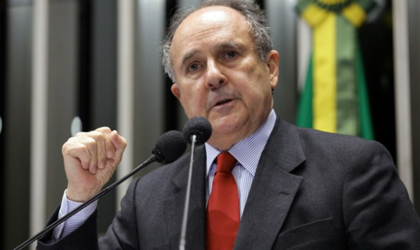 Senador Cristovam Buarque entra com representação no TCU para assegurar recursos para o DF