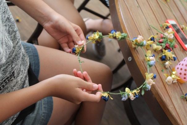 Oficinas gratuitas de Carnaval ensinam a criar de máscaras a coroa de flores - Foto: Divulgação