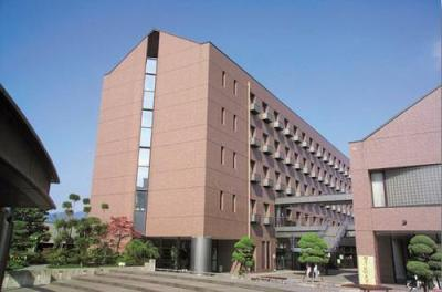 Um dos prédios da Kyoto Gaidai (Universidade de Estudos Estrangeiros de Kyoto)