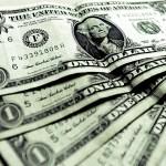 Dólar renova máxima e vai a quase R$ 3,30 com tensão política e exterior