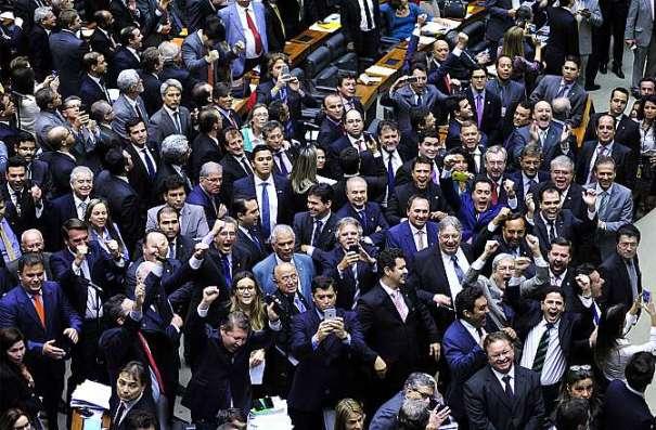 Câmara aprova doações de empresas para partidos - Foto: Luis Macedo/Câmara dos Deputados