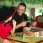 Pais e filhos recriam brincadeiras e histórias do passado no Boulevard Shopping