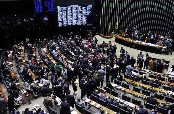 Deputados votaram nesta terça-feira dez temas da reforma política. Votação da proposta continua na quarta-feira - Foto: Luis Macedo / Câmara dos Deputados