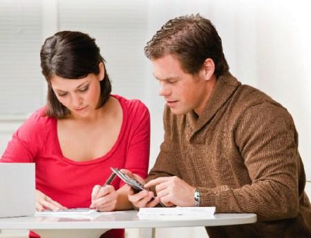 Compartilhar experiências vividas por intermédio dos estudos é uma maneira dos namorados se manterem atualizados. Foto: Enfim Casada