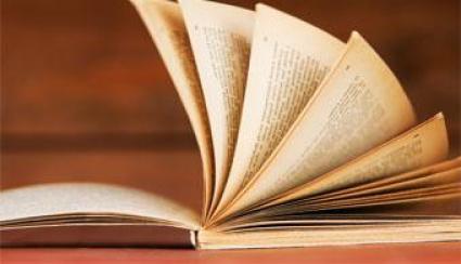 Educação. Literatura é um dos meios que as pessoas acham para se distraírem e usarem a criatividade para os problemas do cotidiano.