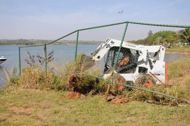 Governo inicia desobstrução da orla do Lago Paranoá. QL 12 do Lago Sul (Península dos Ministros) - Foto: Dênio Simões/Agência Brasília