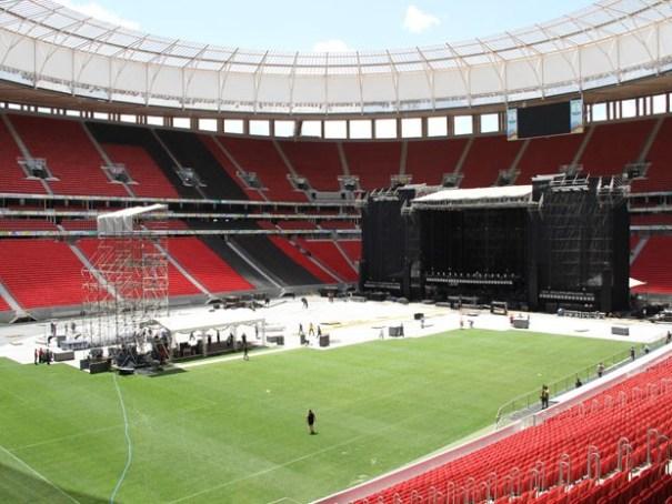 Montagem do palco para show de Paul McCartney no Estádio Mané Garrincha (Foto: Vianey Bentes/TV Globo)