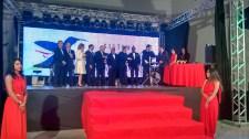 Diretoria da Fecomercio-DF e presidente do CRECI entregando a premiação do Prêmio Colibri-DF