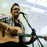 Cantor Victor Rocha embala o Projeto Quinta Musical