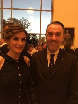 O cônsul Geral da espanha em Washington DC, Don Enrique Sardás Valls com Rainha Letizia da Espanha.