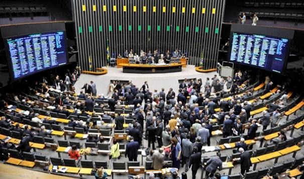 Senado aprova reajuste de ministros do STF, parlamentares e presidente