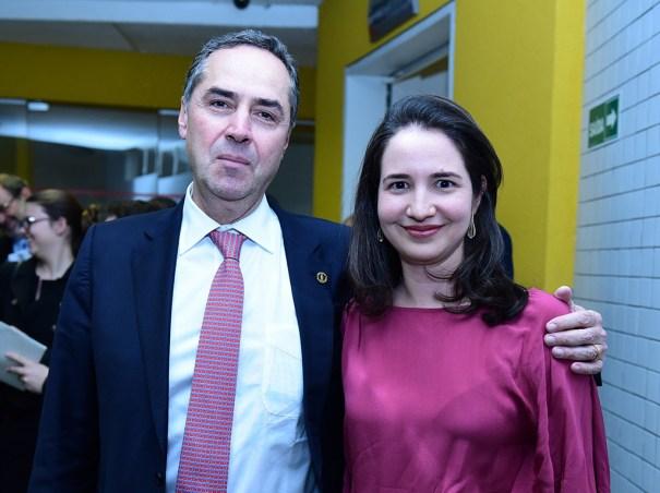 Ministro do STF Luís Roberto Barroso e a secretária-geral do IUC, Cristiana De Santis Mello