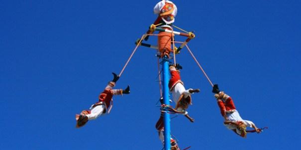 Os Voadores de Papantla sem apresentam na 11ª Feira Internacional das Embaixadas que será realizada no dia 28/11 no Estádio Nacional Mané Garrincha