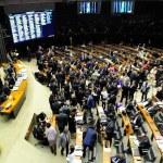 Congresso derruba veto ao voto impresso e mantém proibição a financiamento privado de campanhas