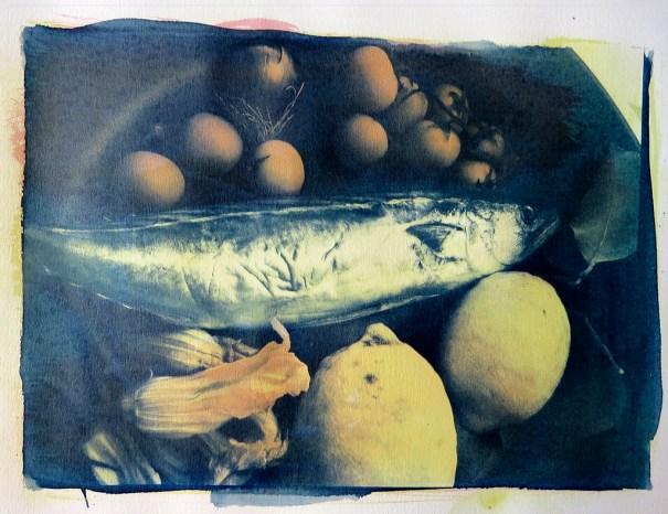Exposição EnGoma - Mostra de Fotografia Expedimental - Foto:Antonio Biancho - Mangia Che te fa bene! Comida afetiva 1. Goma Bicromatada policrômica sobre papel Fabriano 300g. 2015.