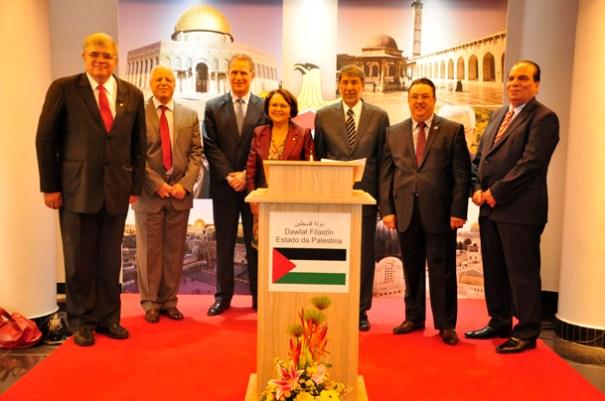 Senhor Embaixador, Ibrahim Alzeben, Sra Jô Moraes, Deputada Federal (PC do B - MG), e amigos Diplomatas - Foto: Alisson Carvalho