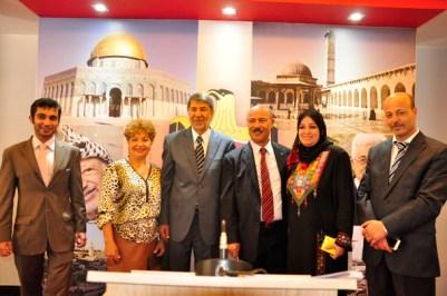 Luzia Câmara, ao lado do Senhor Embaixador, Ibrahim Alzeben, Sr. Ministro Conselheiro Salah M.M. Elqataa e diplomatas da Embaixada - Foto: Alisson Carvalho