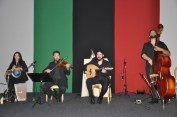 Quarteto se apresentando na Data Nacional do Kuwait