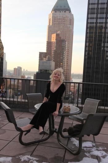 Angelica Ferrer no terraço do seu apartamento em Manhattan