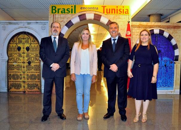 S.E. Sr. Embaixador da Tunísia , Sabri Bachtobji, Sra. Embaixatriz da Tunísia, Sônia Bachtobji, Presidente da Câmara Legislativa do DF, Deputada Celina Leão, Nedilson R. Jorge, Embaixador Diretor do Departamento da África