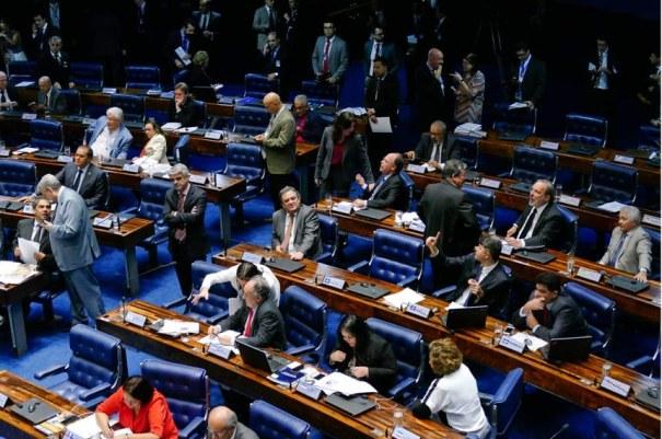 Plenário votou em primeiro turno a PEC 55/2016, que estabelece como teto do aumento de gastos públicos, por 20 anos, a variação da inflação - Foto: Roque de Sá/Agência Senado