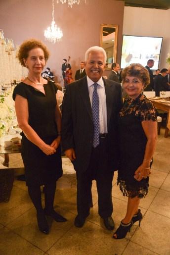 Embaixador do Qatar, S.E. Sr. Jamal Bin Nasser Albader, e Embaixadora do Oriente Médio do Itamaraty, Sra. Maria Ligia Sherer e Luzia Câmara do portal Guia BSB.net