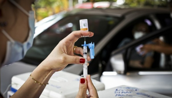 Vacinação para quem tem 60 e 61 anos começa nesta sexta (30/04)