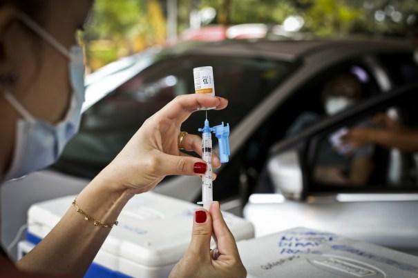 Vacinação para quem tem 60 e 61 anos começa nesta sexta (30/04) - Fonte: G1