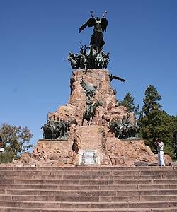 Cerro de la Gloria  Mendoza  Paseos y Excursiones