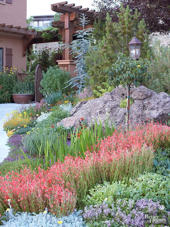 Lo xeriscaping è una forma di giardinaggio concettuale basata principalmente sull'utilizzo di piante resistenti alla siccità