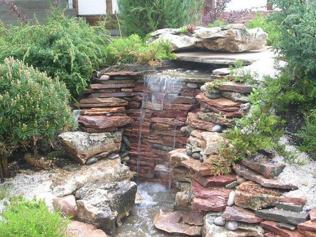 10 idee per decorare il giardino con la pietra guida for Laghetti nei giardini