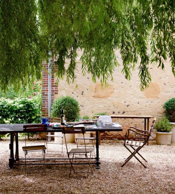 Un altro uso molto comune del granito schiacciato è quelli di definire e separare le diverse aree del giardino
