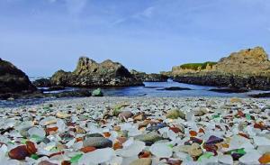 Glass Beach, una hermosa playa de residuos - glass-beach-11-300x183