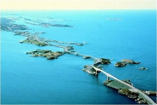 Divertido puente torcido en Noruega - img51