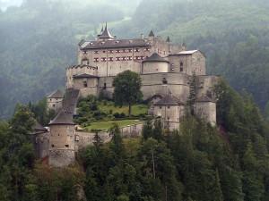 Los diez castillos más encantadores del mundo - 800px-Festung_Hohenwerfen1-300x225