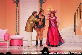 Buenos Aires… ¿Pasarás sin ver a Gardel actuando en la Calle Corrientes…?