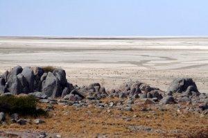 Kubu o la isla rodeada de... arena y sal - Isla-Kubu-Botswana_05-670x446-300x199