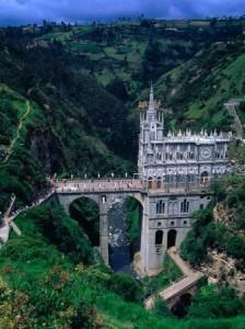 Un santuario en el cañón de un río - nuestra-senora-de-las-lajas-5-224x300