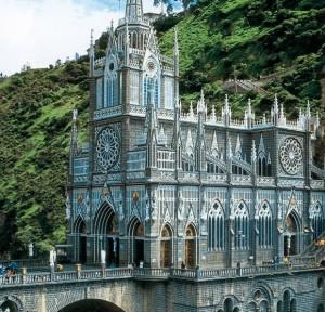 Un santuario en el cañón de un río - nuestra-senora-de-las-lajas-6-300x288